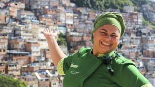 Apostó a la vida orgánica e incentiva huertas urbanas en las favelas de Río