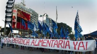Barrios de Pie protesta frente al Congreso por la ley de emergencia alimentaria