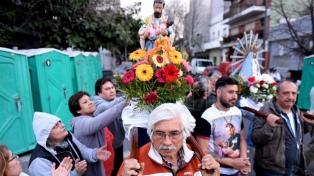 Miles de fieles se acercaron a Liniers para pedir salud y trabajo a San Cayetano