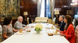 El Presidente almorzó con Daniel Barenboim y su esposa