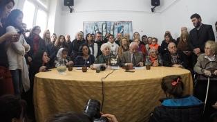"""Convocan una movilización a Plaza de Mayo para exigir """"aparición con vida"""" de Santiago Maldonado"""