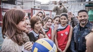 """Cristina Kirchner afirmó que el país """"está en un momento de retroceso"""""""