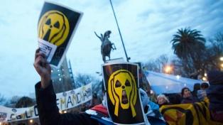 Marchan en Viedma contra la instalación de una central nuclear en la provincia