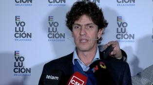 Martín Lousteau relanzó su campaña y eligió al kirchnerista Filmus como blanco de sus críticas