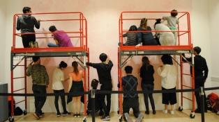 """Ernesto Ballesteros realiza junto a 15 artistas el mural """"Energía confinada"""""""