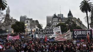 """""""Santiago, te quiero ver"""", dijo el hermano del joven desaparecido en el Sur al cerrar una masiva marcha"""