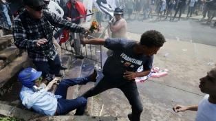 Tres muertos y decenas de heridos durante una marcha de supremacistas blancos