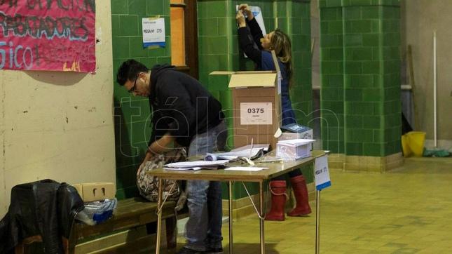 Mesas de votación en el Colegio Nacional Buenos Aires