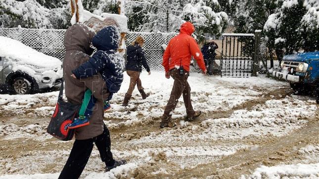 Bariloche, votación bajo un temporal de nieve, lluvia y viento