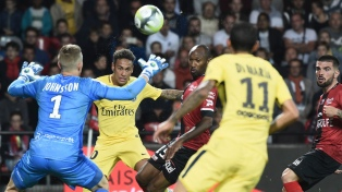 Neymar brilló en su debut con un gol y una asistencia en la goleada del PSG