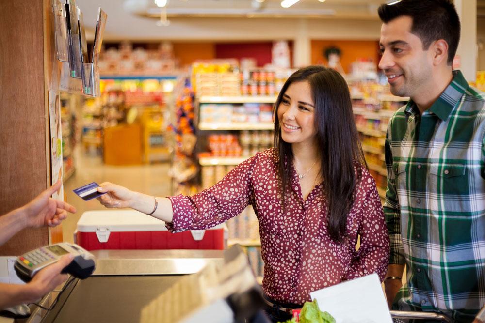 Tres bancos concentran casi la mitad de la financiación con tarjetas de crédito en el mercado local