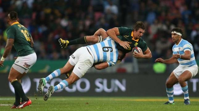 Pablo Matera en una acción defensiva frente a Sudáfrica (Foto: UAR/Shaun Roy)