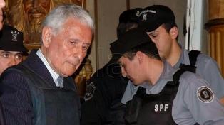 Piden que sea revocada de inmediato la prisión domiciliaria de Etchecolatz