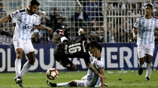 """Atlético Tucumán le ganó a Independiente con un gol de """"Pulguita"""" Rodríguez pero la serie se definirá en Avellaneda"""