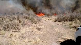 Un importante foco de incendio persiste en la zona de Traslasierra