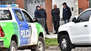 Inspeccionaron con perros adiestrados la casa del imputado que tuvo el celular de Anahí Benítez