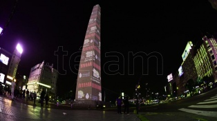 El Obelisco se iluminó de colores para celebrar el 30 aniversario del Garrahan