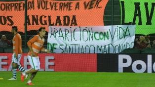 """Hinchas de Banfield pidieron la """"aparición con vida de Santiago Maldonado"""""""