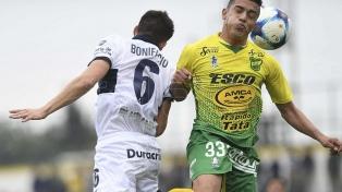 Defensa y Gimnasia empataron en un festival de goles