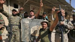Hallan al menos 400 cuerpos en fosas comunes de ISIS