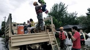 Despliegan más soldados por las inundaciones tras el huracán Harvey