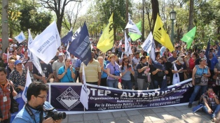 Estudiantes paraguayos tomaron los colegios y exigen mayor presupuesto al Gobierno