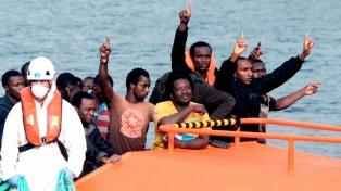 Rescatan a un centenar de inmigrantes en el estrecho de Gibraltar