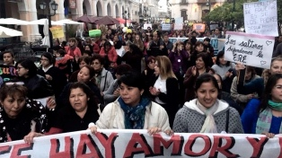 Docentes y agrupaciones marcharon en defensa de la educación laica