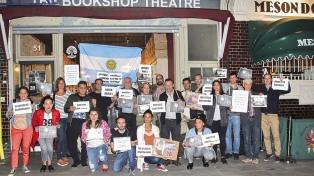 Argentinos y británicos se manifestaron por la aparición de Santiago Maldonado