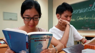 """Cada vez más gente estudia español, un idioma que """"está de moda"""""""