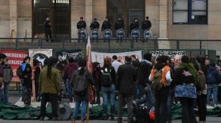 Imponen el secreto de sumario en la causa por los incidentes del viernes y citan a declarar a los policías