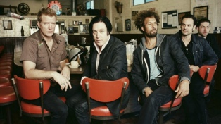 "Queens of The Stone Age pasa a la vanguardia con ""Villains"""