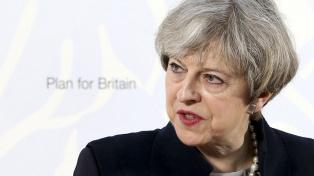 Theresa May advierte que hará frente a cualquier complot tory para sacarla del cargo
