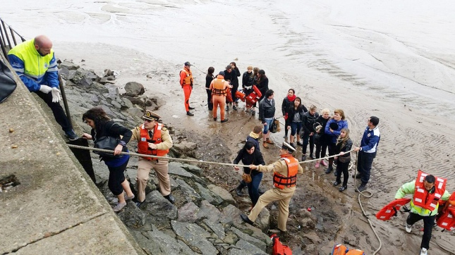 Docentes de fiesta en el río tuvieron que ser rescatados por Prefectura