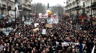 La policía reprimió una protesta contra la reforma laboral de Macron en París