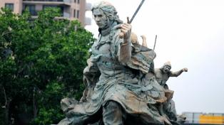 El monumento a Juana Azurduy será trasladado el sábado a la plaza frente al CCK