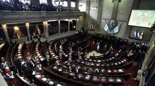 Diputados permanecieron siete horas encerrados en el Congreso por una protesta