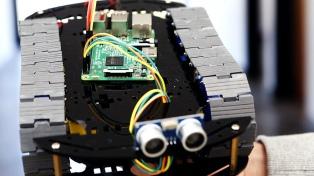 Alumnos de la Facultad de Informática desarrollaron un robot recolector de basura