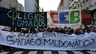 Estudiantes secundarios porteños marcharon hasta el Ministerio de Educación