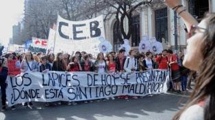 Estudiantes marcharon por los desaparecidos de la dictadura y por la aparición de Santiago Maldonado