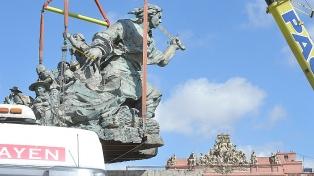 Desde el CCK y sobre un pedestal a medio construir, Juana Azurduy sigue mirando a la Casa Rosada