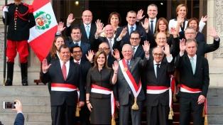 Juró el nuevo gabinete peruano tras el retiro de confianza del Congreso