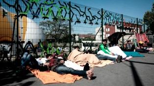 Desalojan un campamento de migrantes cerca del puerto de Dunkerque