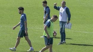 Aguirre ensayó con los mismos once para el partido de vuelta ante Lanús por la Copa