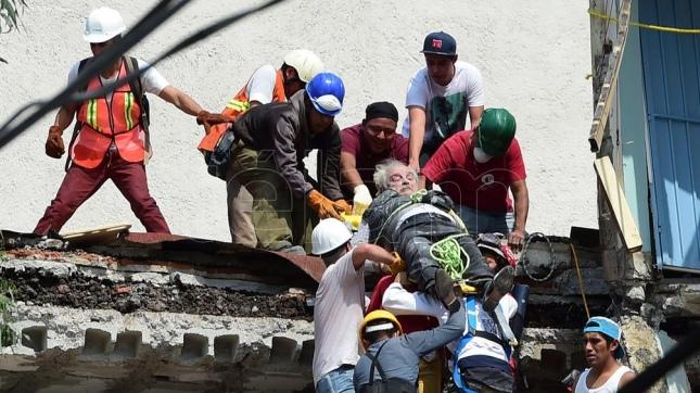 Hasta las 18 horas suman 120 fallecidos tras sismo de 7.1