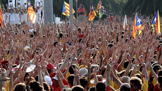 Secesionistas catalanes reparten un millón de boletas para el referéndum