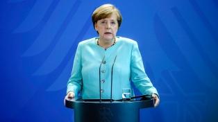 """Merkel pide un """"mensaje claro"""" del G7 contra los incendios en la Amazonia"""