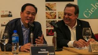 El ministro Santos y el embajador de China coinciden en fomentar el turismo hacia Argentina