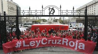 Abrazan al Congreso para que actualice la ley que regula la Cruz Roja