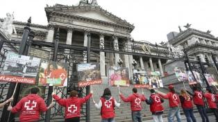 Abrazan al Congreso para pedir que actualice la ley que regula a la Cruz Roja